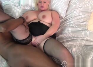 Red-hot dark-hued female gets humped